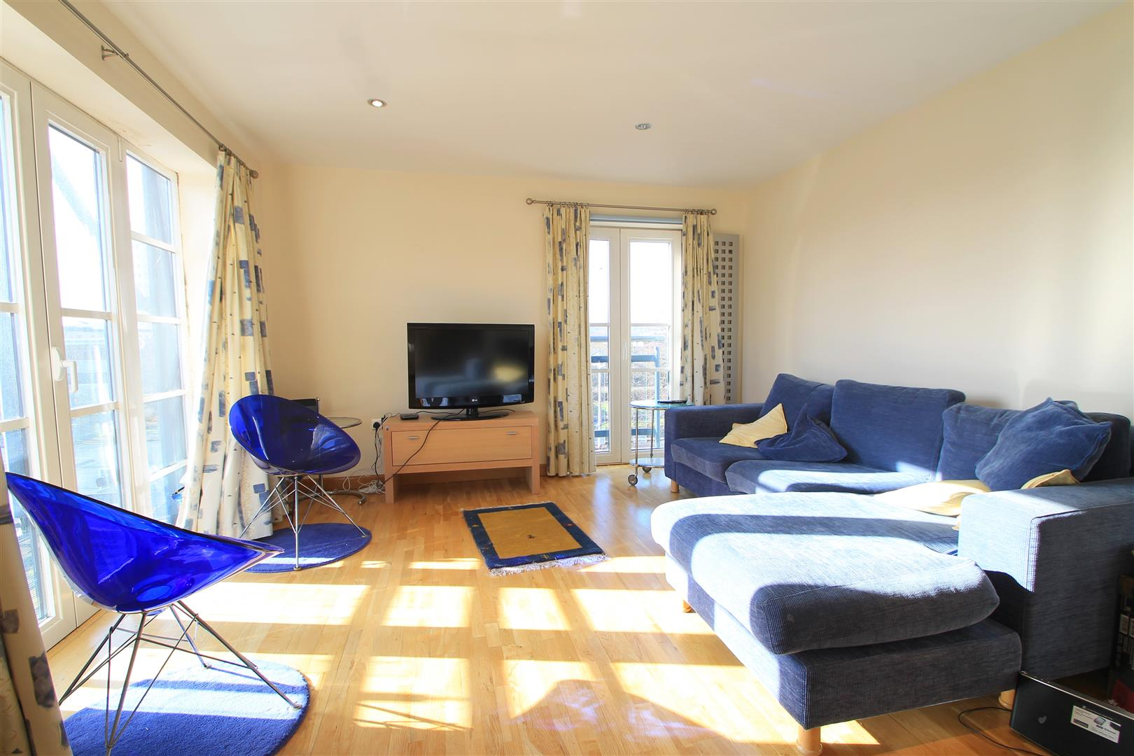 2 Bedrooms Apartment Flat for sale in South Mews, Cardiff